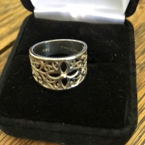Sterling Silver Ring flower/scroll design Thailand
